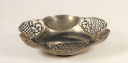 A Victorian silver bon bon dish, Birmingham 1900, of pierced lobed form, 13.5cm, 3oz.