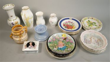 A collection of ceramics to include - Wedgewood collector plates (boxed) Franklin Mint collector