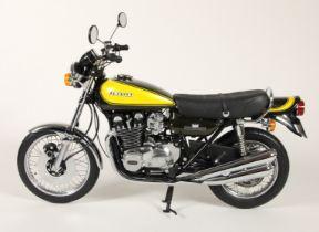 Minichamps 1;6 scale die cast Classic Bike series, Kawasaki 900 Z1, 1973 with yellow tank,