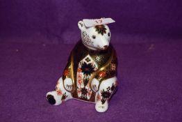 A Royal Crown Derby paperweight Old Imari Honey Bear with a Gold stopper