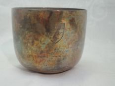 An Edwardian silver beaker of plain form having weighted base and hammered finish, and bearing