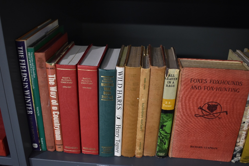 Hunting and Sporting. A large selection; monographs and literature. Condition mixed. (25) - Image 2 of 3