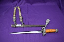 A German WWII Army Officers Dagger 1935, plastic grip, straight wing eagle and swastika