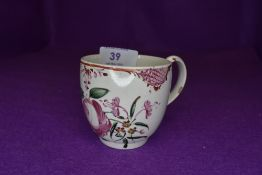 A late 18th century Worcester style cup having floral pattern and burgundy motif.