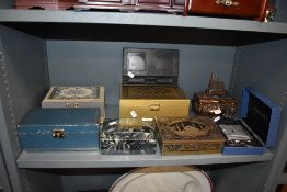 A mixed selection of jewellery boxes,including early plastic gents case with collar studs and