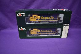 Two Kato HO scale Santa Fe Locomotives 2835 Warbonnet boxed 37-041 & 2825 boxed 37-022