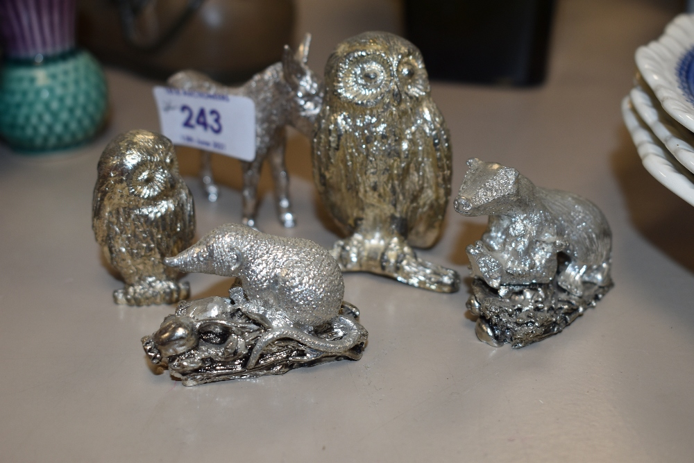 A small assortment of cast metal animal figurines,AF.