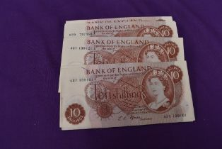 One Hundred Uncirculated J S Fford 10 Shilling Banknotes, serial number 43Y 139101 to 43Y 139200