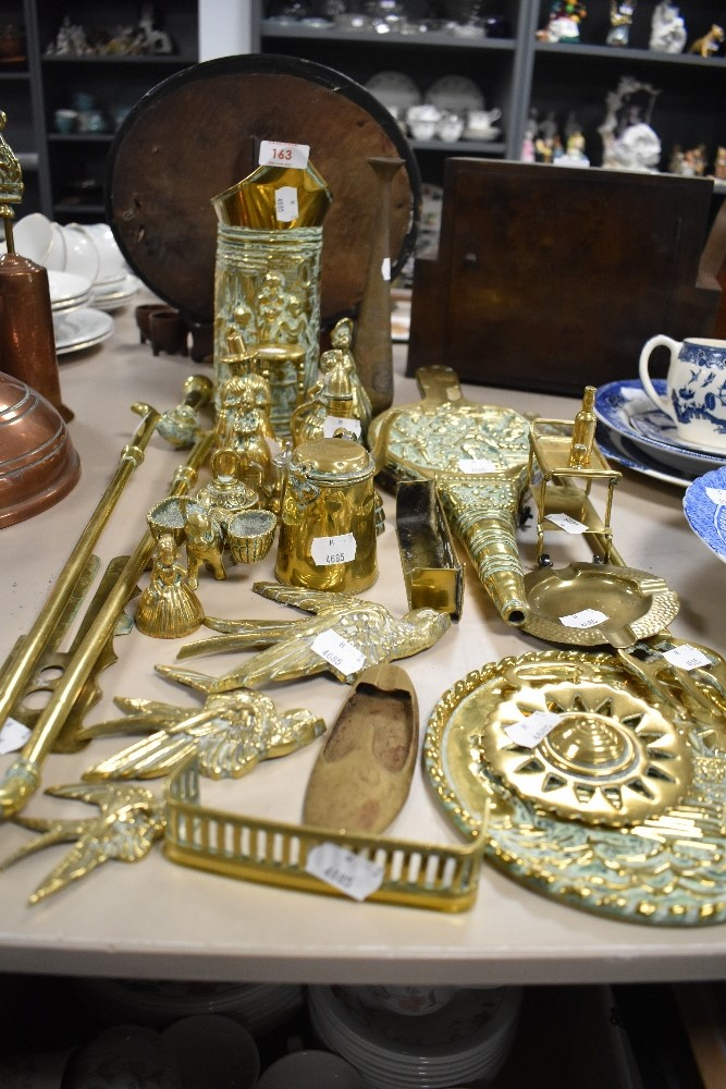 A mixture of brass including button cleaner, ornaments and more.