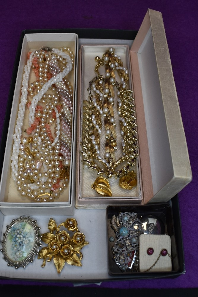 A tray of vintage costume jewellery including Trifari necklace and bracelet, enamelled jewellery