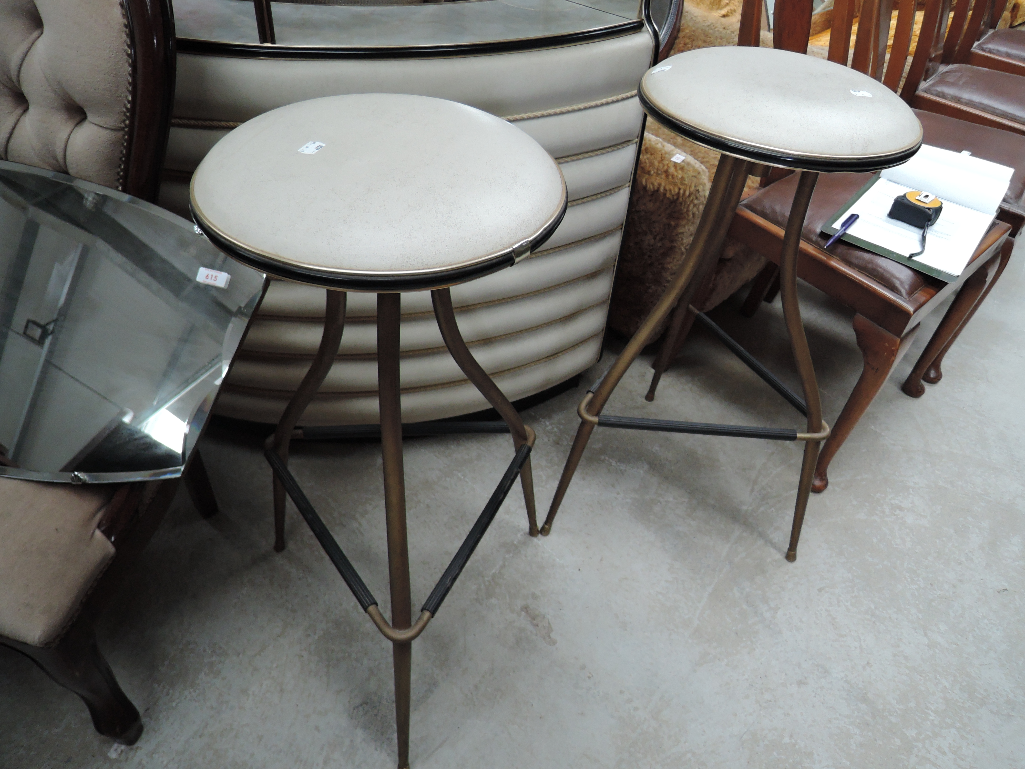 A mid century chrome and vinyl mini cocktail dry bar set with two space age stools all in very - Image 2 of 5