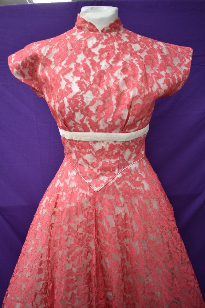 A vintage late 50s/60s pink lace dress having cream velvet band to under bust, tapered bodice into - Image 2 of 5