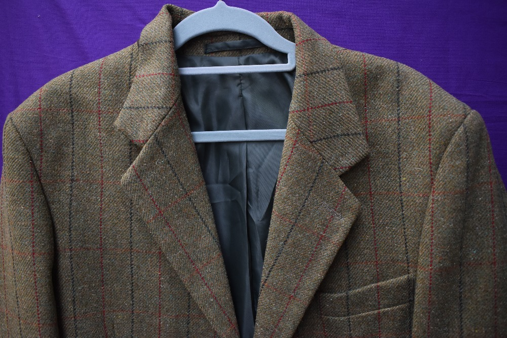 A three piece tweed suit by Bob Parratt, larger size. - Image 3 of 4