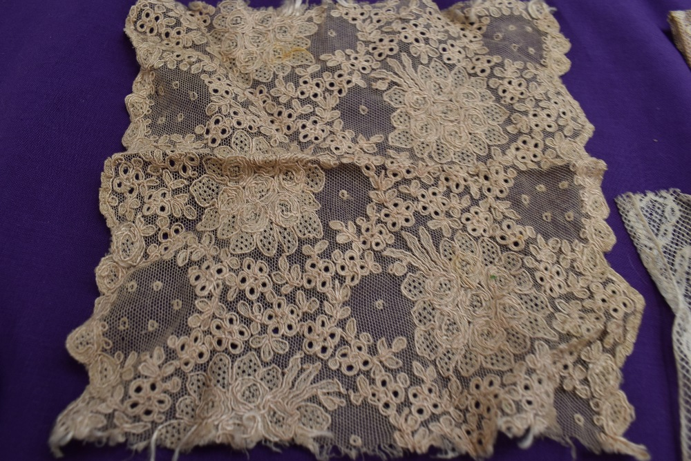 A box full of mixed vintage and antique bits and bobs,lace and tulle work, trims, thread,ribbon, - Image 6 of 11