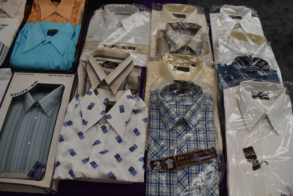 Twenty one gents vintage and retro shirts, a lot still in packaging, various styles and designs. - Image 3 of 10