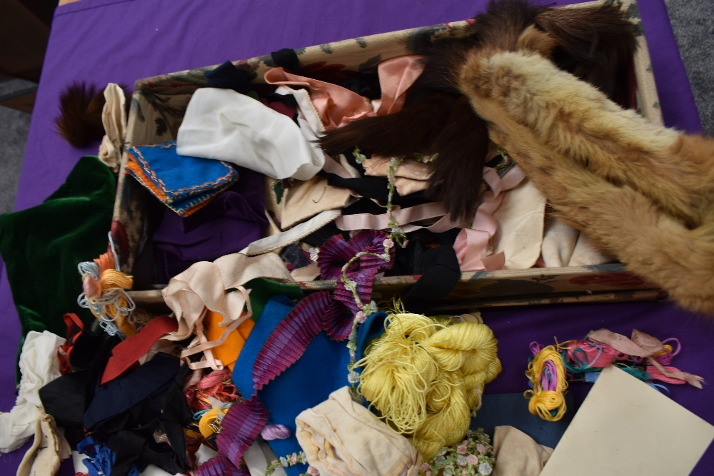 A box full of mixed vintage and antique bits and bobs,lace and tulle work, trims, thread,ribbon, - Image 2 of 11