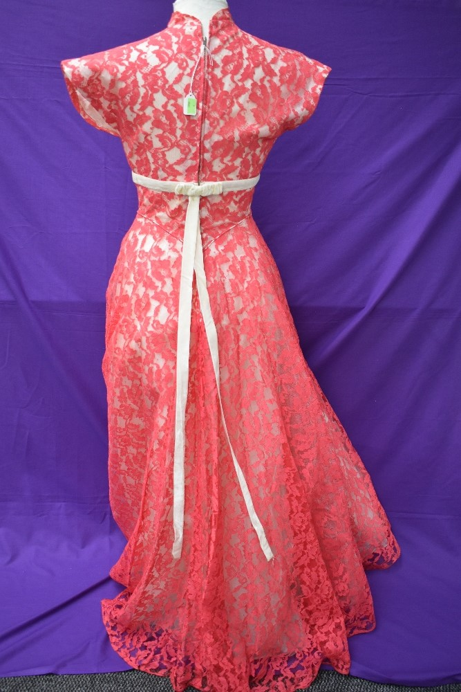 A vintage late 50s/60s pink lace dress having cream velvet band to under bust, tapered bodice into - Image 4 of 5