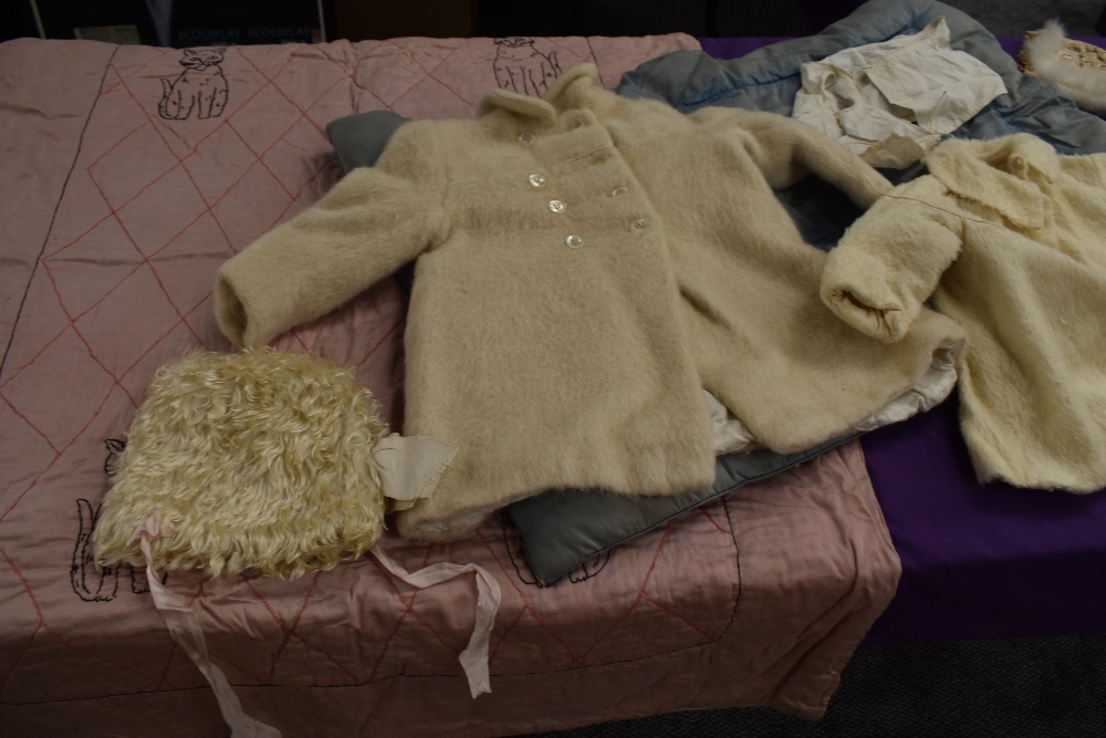 A selection of vintage and antique childrens and babies items including dresses, bonnet, under - Image 4 of 8