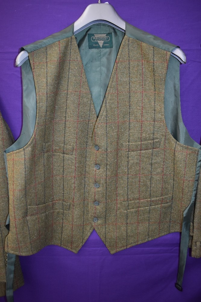 A three piece tweed suit by Bob Parratt, larger size. - Image 2 of 4