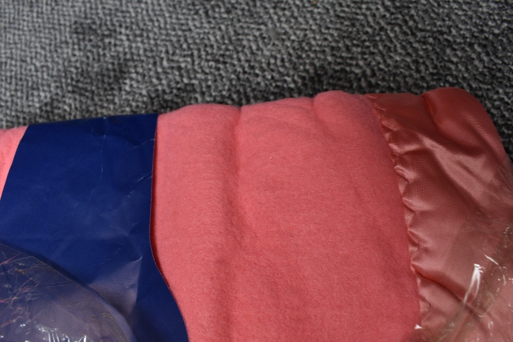 Three unused vintage 'Pride of the valley' Yorkshire blankets, still in packaging,two pink and one - Image 3 of 3