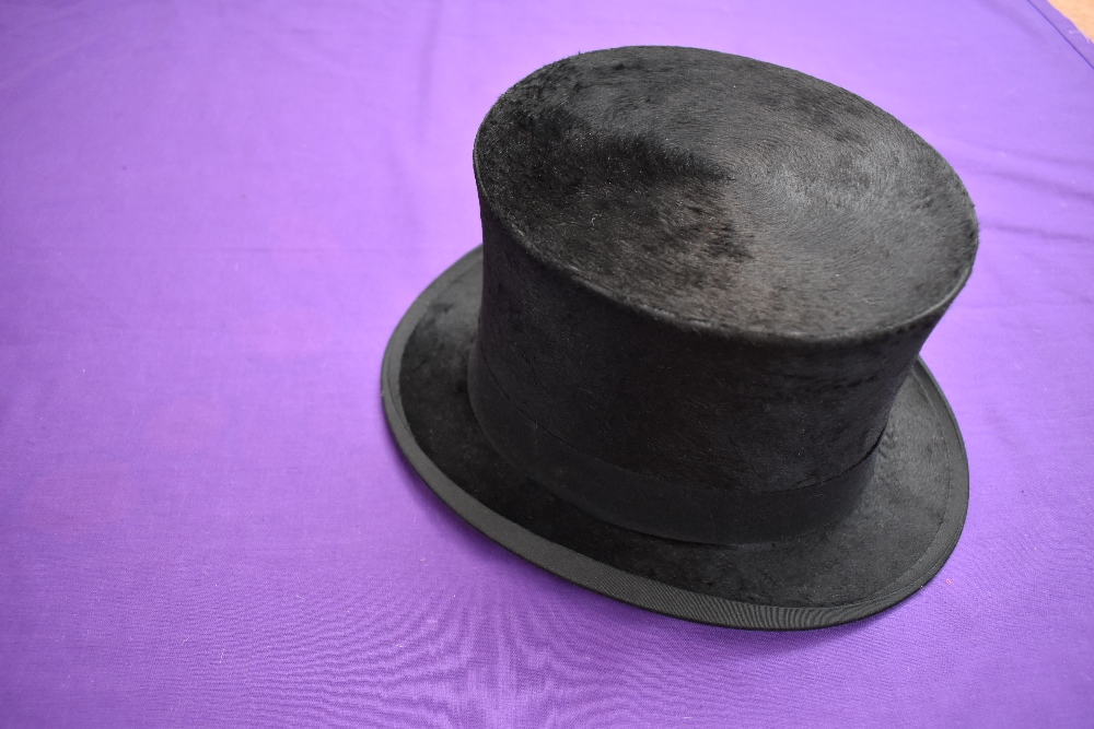 An antique top hat 'R.W.T.K Thompson Kendal' internal measurement approx 21' height approx 5.5',some - Image 3 of 4