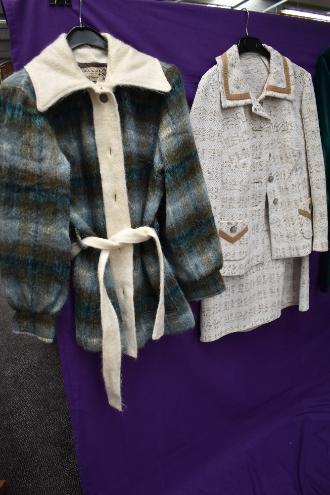 A collection of vintage and retro Ladies clothing in a mixture of colours and styles, including - Image 5 of 5