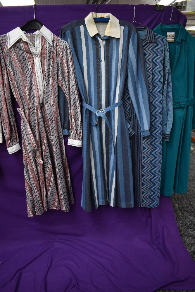 A collection of vintage and retro Ladies clothing in a mixture of colours and styles, including - Image 4 of 5