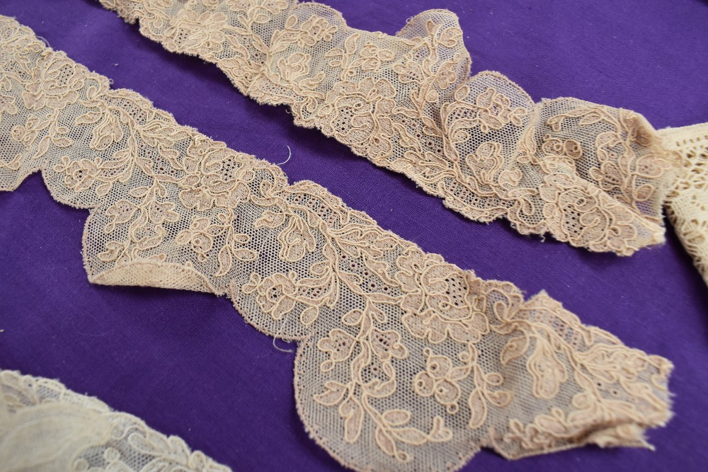 A box full of mixed vintage and antique bits and bobs,lace and tulle work, trims, thread,ribbon, - Image 7 of 11