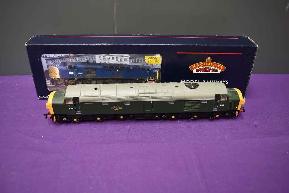 A Bachmann 00 gauge Class 40 BR Split Head Diesel Locomotive, D325 boxed 32-477