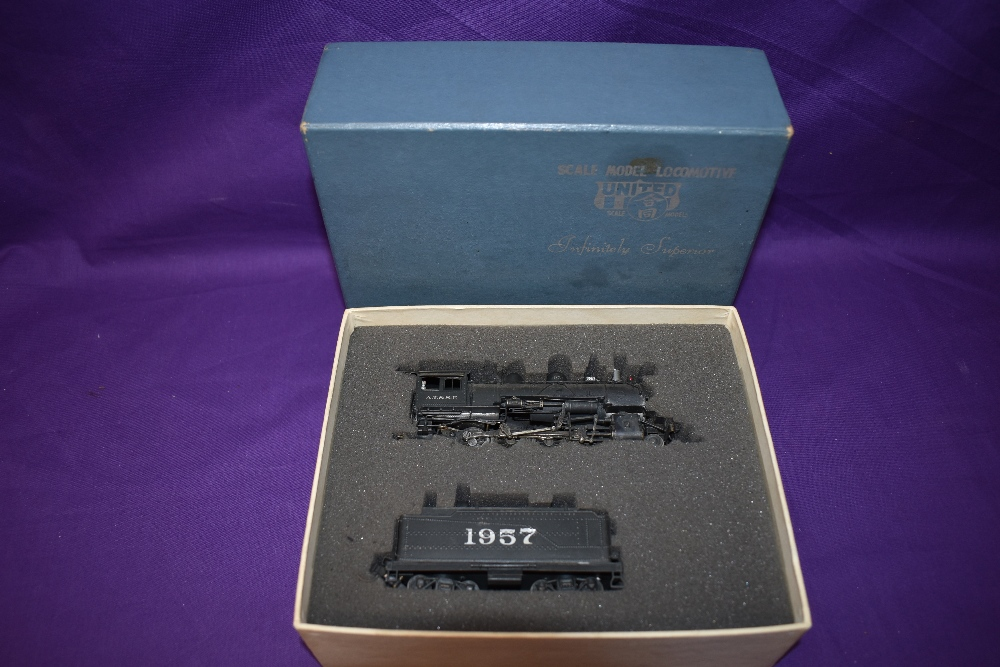 A United Models made by Atlas Industries Inc HO scale AT & SF 2-8-0 Loco & Tender 1957 in original