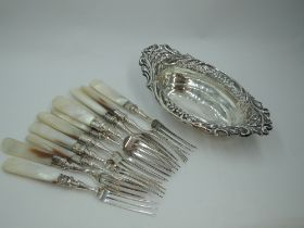 An Edwardian silver trinket dish of oval form having moulded and pierced decoration to rim,
