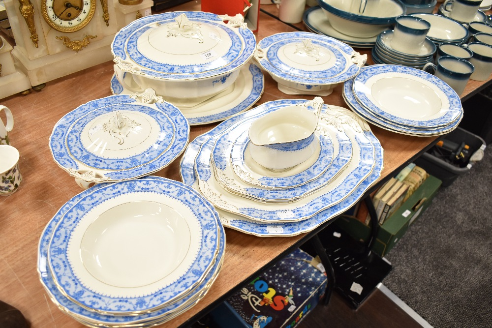 A selection of fine dinner and table ware ceramics by Alfred Meakin in the Kendon Decor design