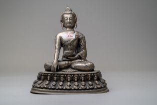 A seated Chinese Tibetan Buddhism Sakyamuni Buddha statue sat atop lotus leaf and sat in a