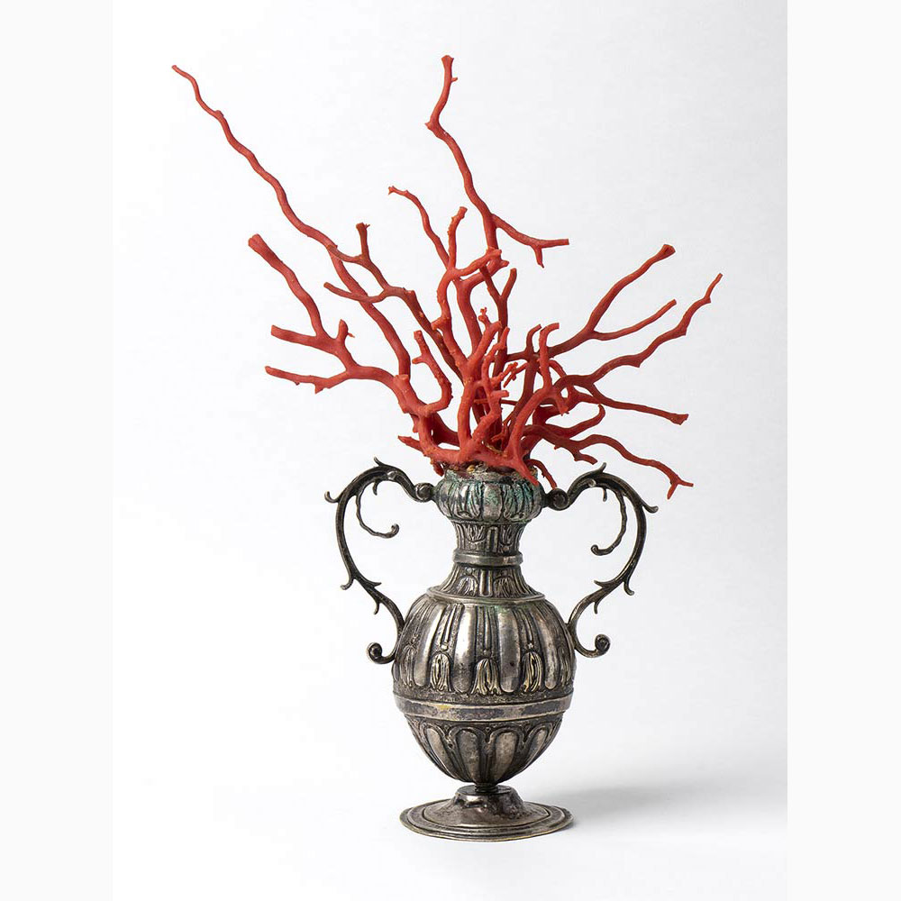 A metal vase with Mediterranean coral branch - Italy, late 18th Century - Image 3 of 3