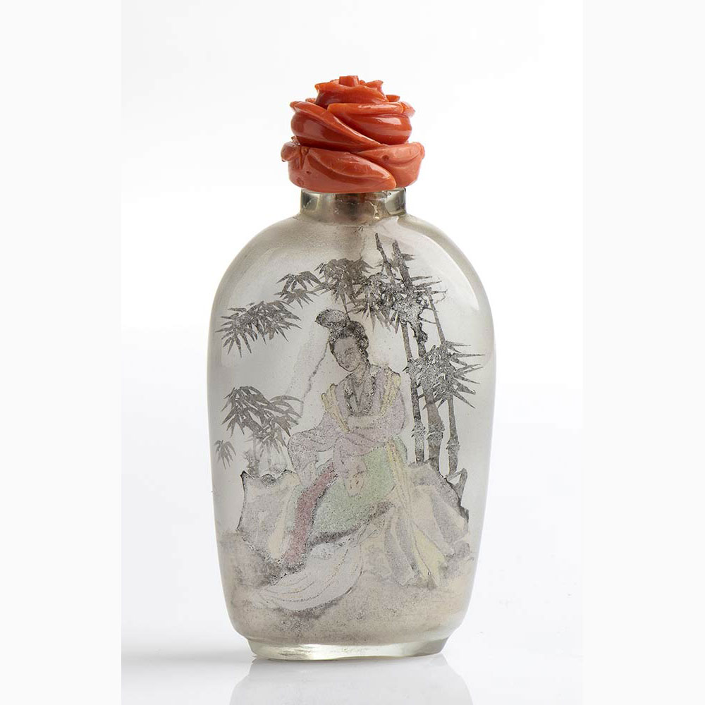 A Chinese snuff bottle with Cerasuolo coral stopper - Manifacture Guarracino, Torre del Greco