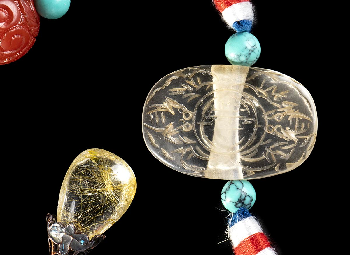 AN OFFICIAL STYLE NECKLACE (CHAOZHU) WITH WOOD, AMBER, ROCK CRYSTAL AND TURQUOISE BEADS AND PENDANTS - Image 2 of 2