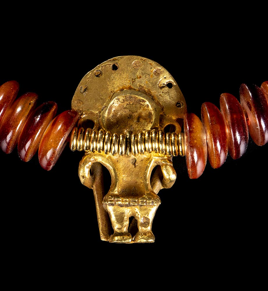 A NECKLACE WITH A GOLD ALLOY ANTHROPOMORPHIC PENDANT Pre-Columbian style - Image 3 of 3