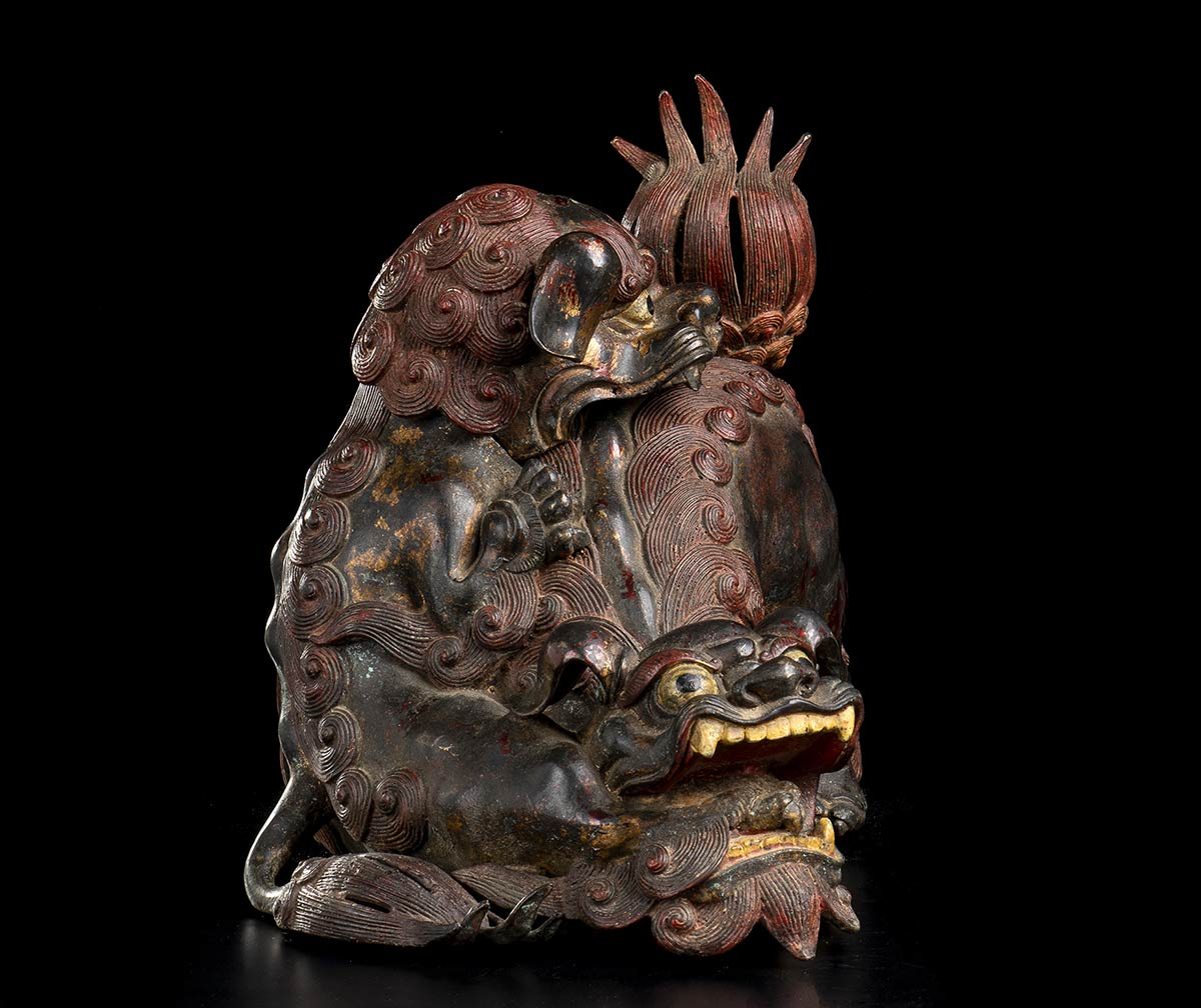 A LACQUERED BRONZE SCULPTURE OF TWO BUDDHIST LIONSJapan, 19th century - Image 2 of 4