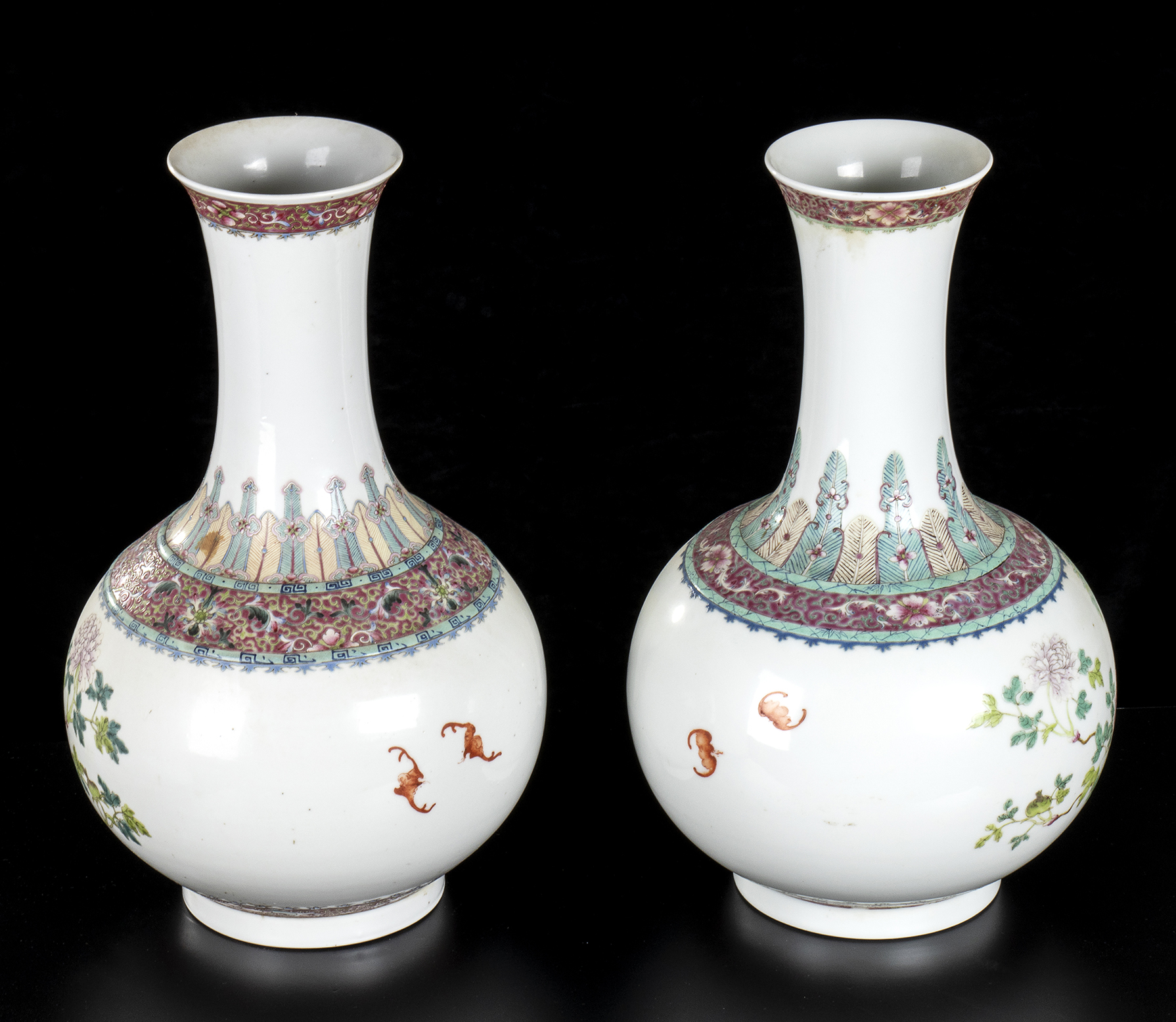 A PAIR OF PORCELAIN BOTTLE VASES WITH POLYCHROME DECORATIONChina, first half of the 20th century - Image 3 of 3
