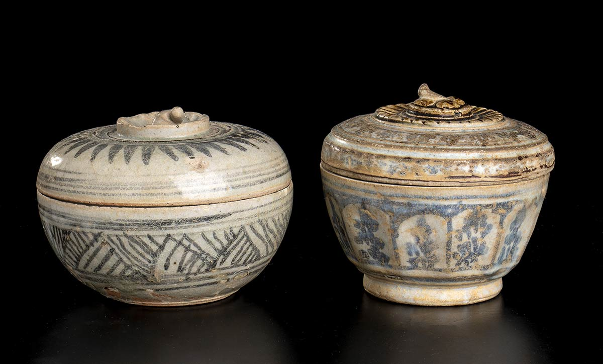 TWO 'SAWANKALOK' PAINTED CERAMIC CONTAINERS AND COVERThailand, 15th-16th century