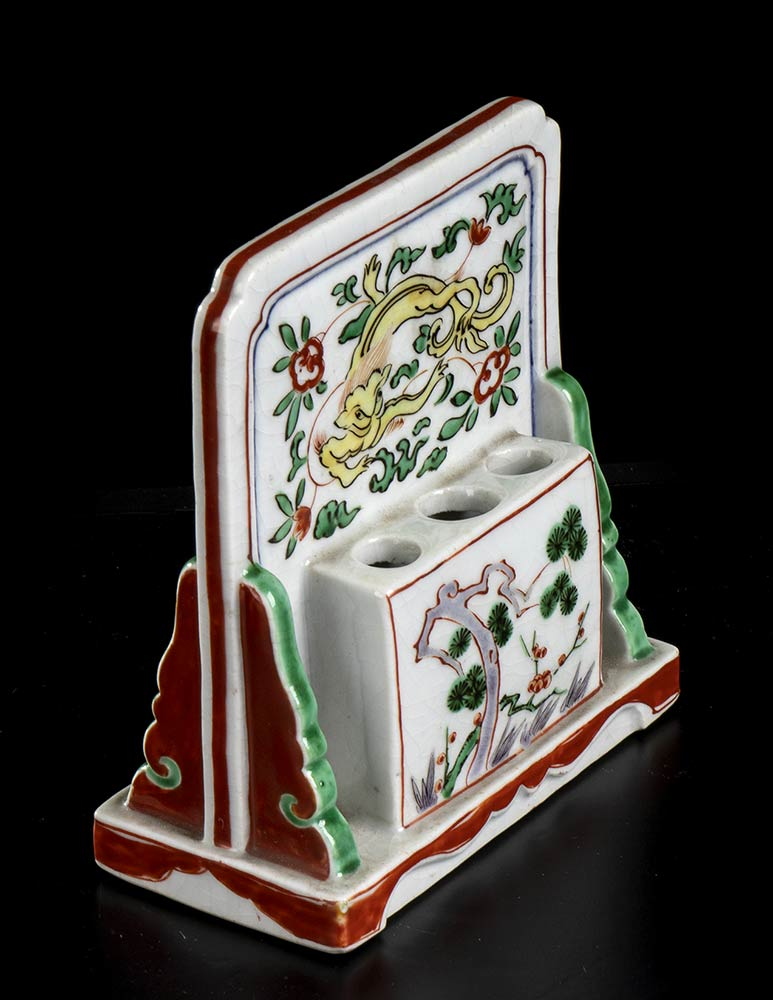 A PAINTED PORCELAIN TABLE SCREEN BRUSH HOLDER China, mid-17th century - Image 3 of 3