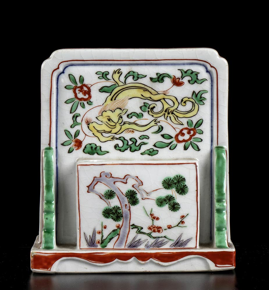 A PAINTED PORCELAIN TABLE SCREEN BRUSH HOLDER China, mid-17th century - Image 2 of 3