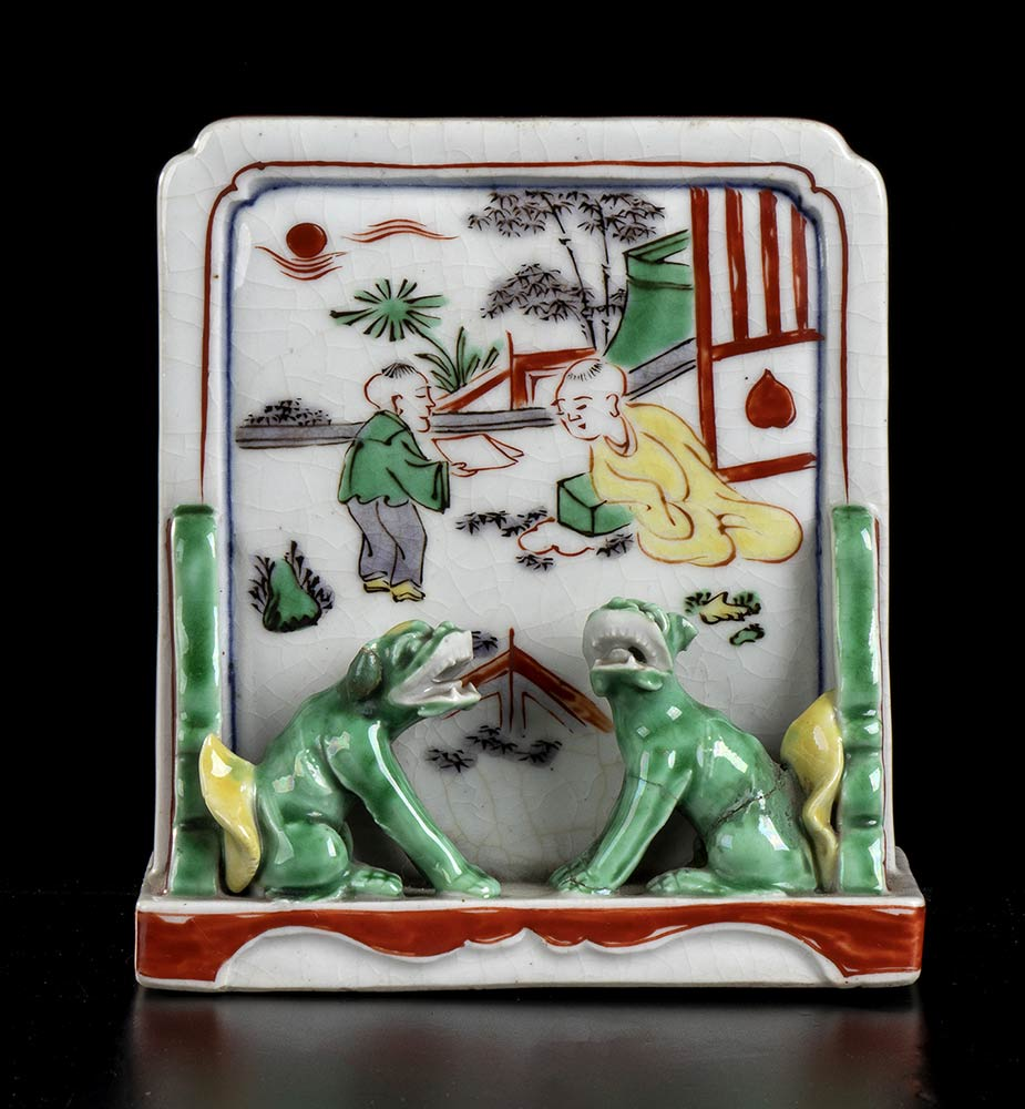 A PAINTED PORCELAIN TABLE SCREEN BRUSH HOLDER China, mid-17th century