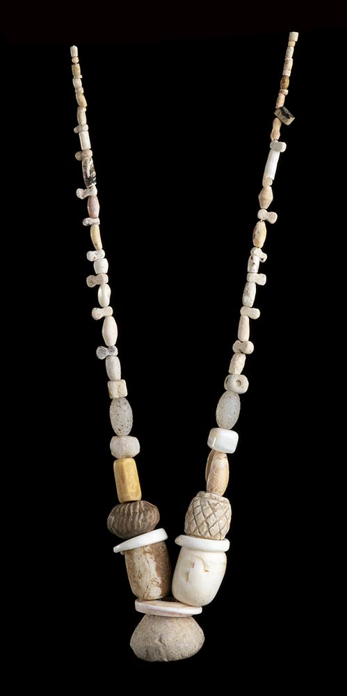 FIVE NECKLACES IN DIFFERENT MATERIALS - Image 2 of 5