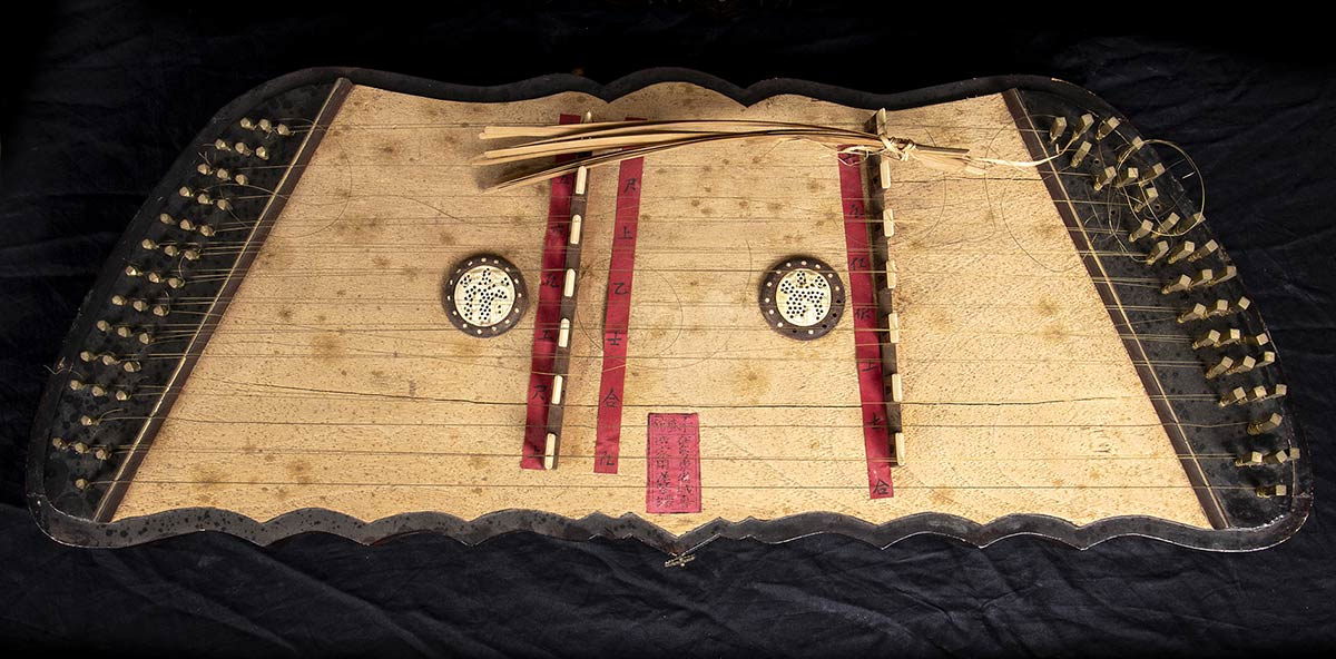 A MUSICAL INSTRUMENTChina, Canton, Qing dynasty, mid 19th century - Image 2 of 5