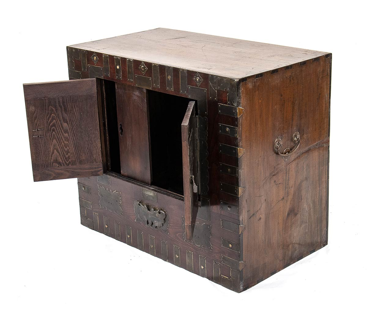 A WOOD AND METAL CHEST, BANDAJIKorea, 19th-20th century - Image 3 of 4
