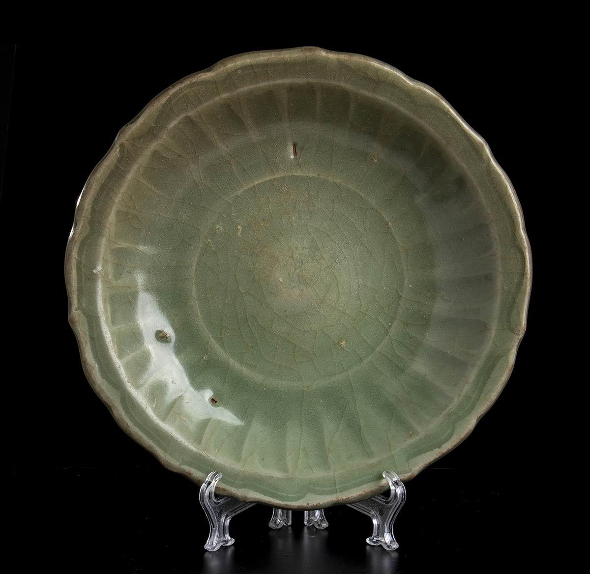 A CÉLADON GLAZED LONGQUAN CERAMIC DISHChina, early Ming dynasty