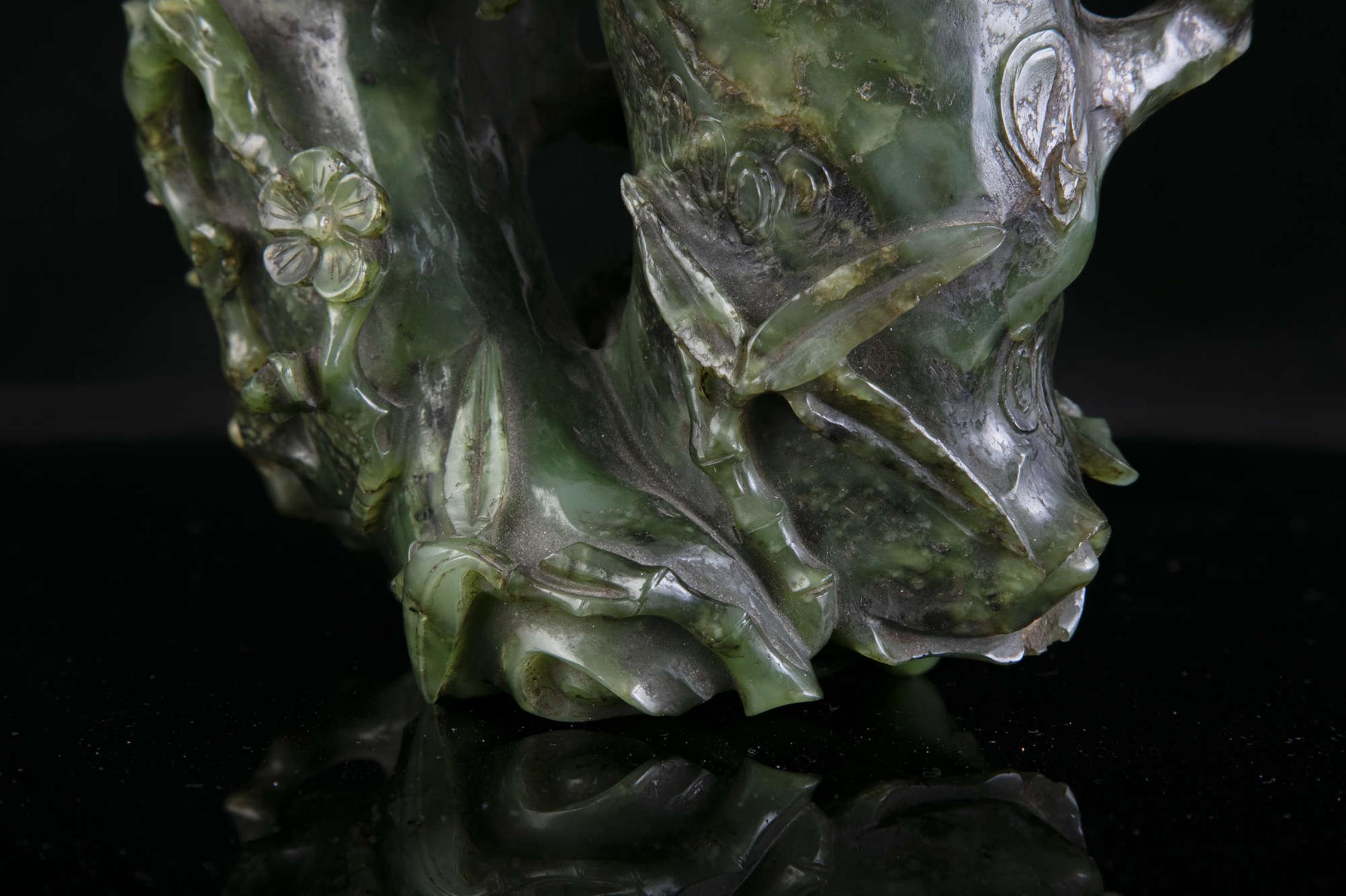AN HIBISCUS SHAPED SPINACH JADE DOUBLE VASE China, Qing Dynasty, 19th centur Carved in a green stone - Image 15 of 45