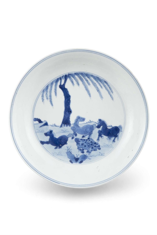 A BLUE AND WHITE 'EIGHT HORSES OF WANG MU' PORCELAIN DISH China, Qing Dynasty, Kangxi mark and - Image 13 of 17
