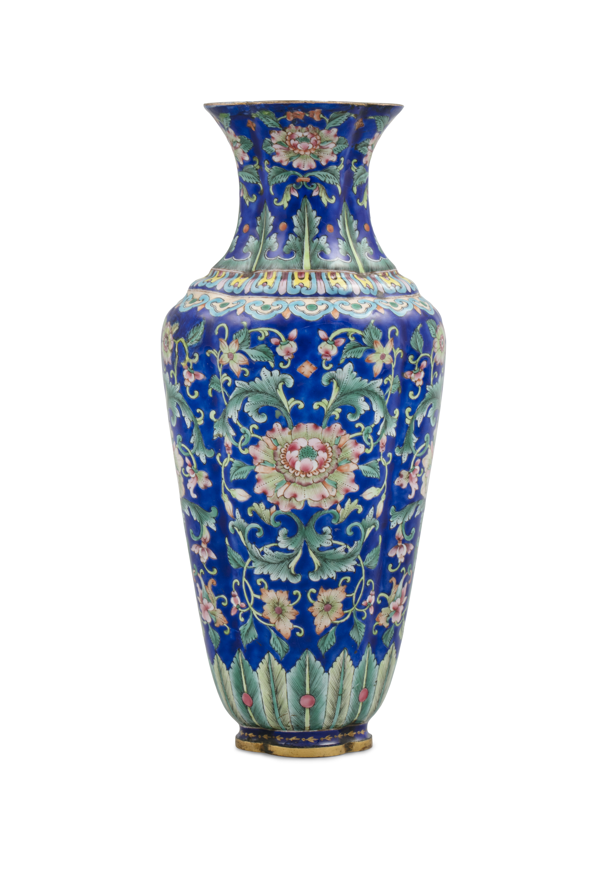 AN ENAMELED COPPER QUATREFOIL VASE China, Beijing, Qing Dynasty, 18th to 19th century Richly adorned